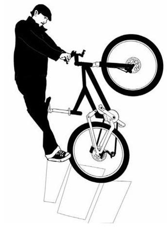Bajar escaleras con bicicleta: levantar la bicicleta sobre la rueda trasera y bajar los escalones