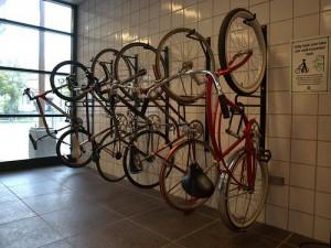 Bicicletero de soporte vertical